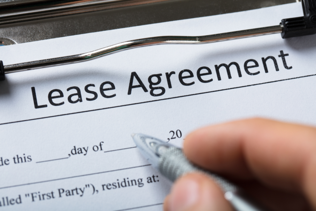 Signing Lease agreement essential clauses